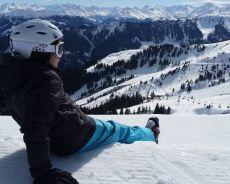 Zdjęcie dla Zimowe szaleństwo i zdrowa zabawa na śniegu – jak ubrać się na stok narciarski?