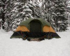 Zdjęcie dla Nocleg pod namiotem zimą – jak się przygotować?